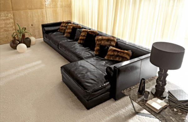 Темный диван из натуральной кожи