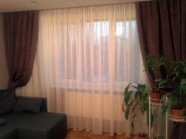 Тюлевые шторы из органзы с плотными темными шторами
