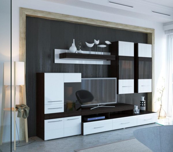 Гостиная с навесными шкафами
