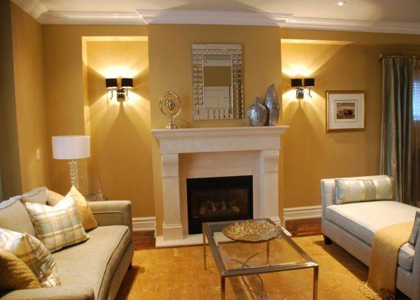 Дизайн гостиной с камином в обычной квартире