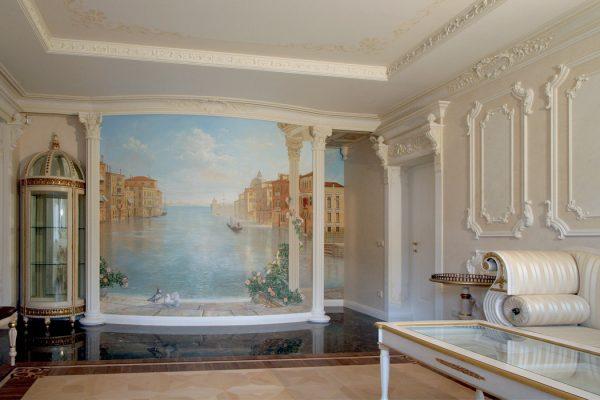 Фрески на стенах в гостиной