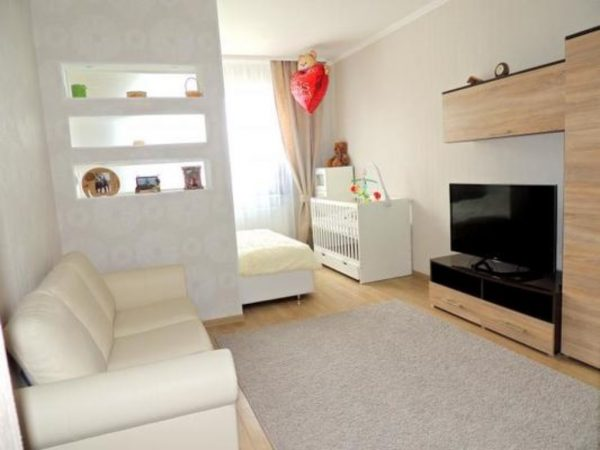 Спальня - гостиная в одной комнате: вариант перегородки