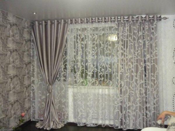 Дизайн штор на люверсах в интерьере гостиной
