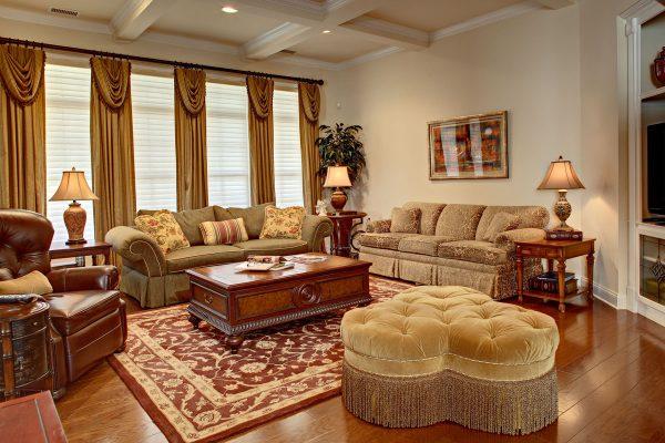 Кессонные потолки в классическом интерьере гостиной