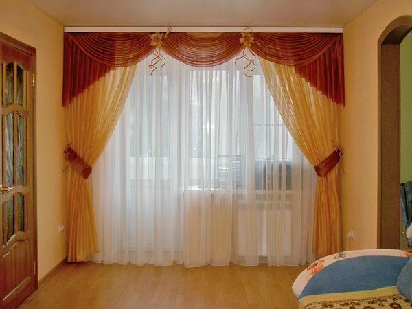 Яркие шторы в гостиную
