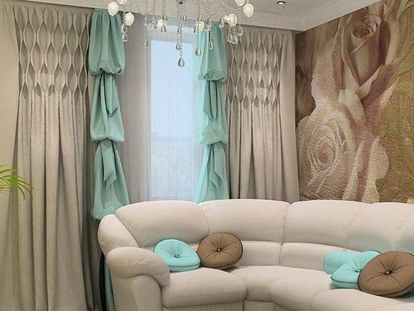 Дизайн бежево-бирюзовых штор в гостиную