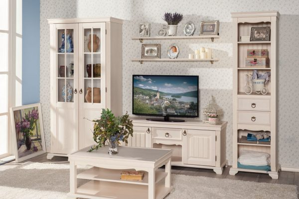 Светлая мебель в стиле прованс