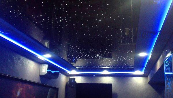 Натяжной потолок с подсветкой по периметру комнаты
