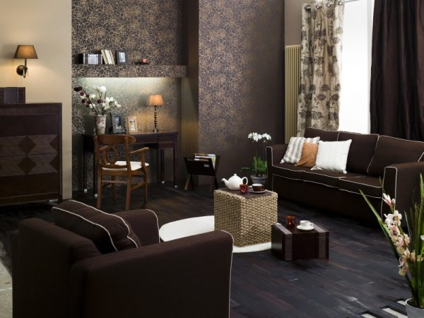 Вариант оформления коричневой гостиной