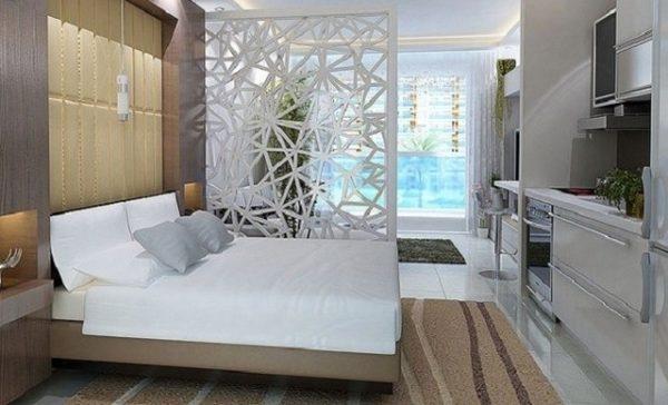 Белая мебель в спальне гостиной