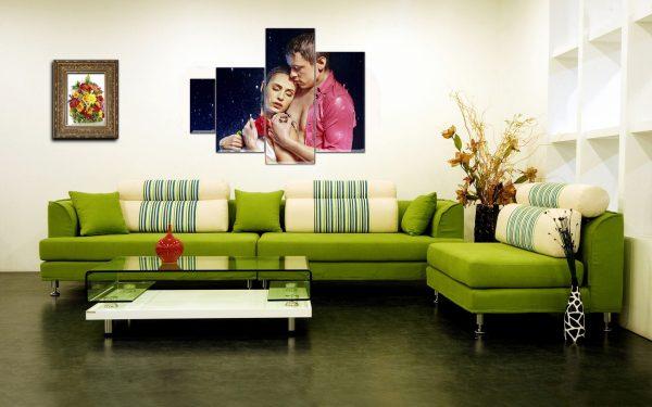 Зеленый модульный диван в гостиной