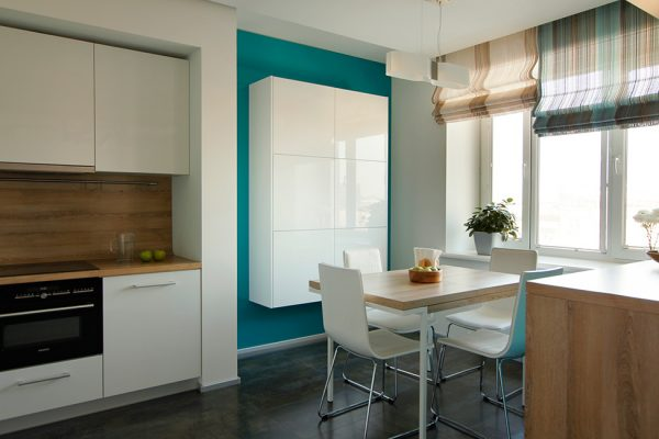 Белая глянцевая мебель для кухни