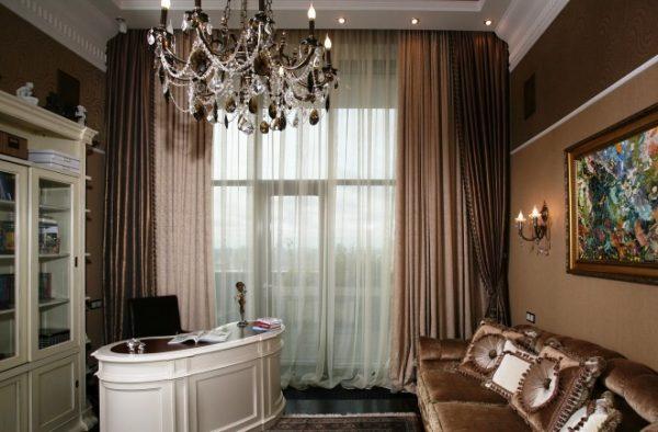 Бежево-коричневые шторы в интерьере