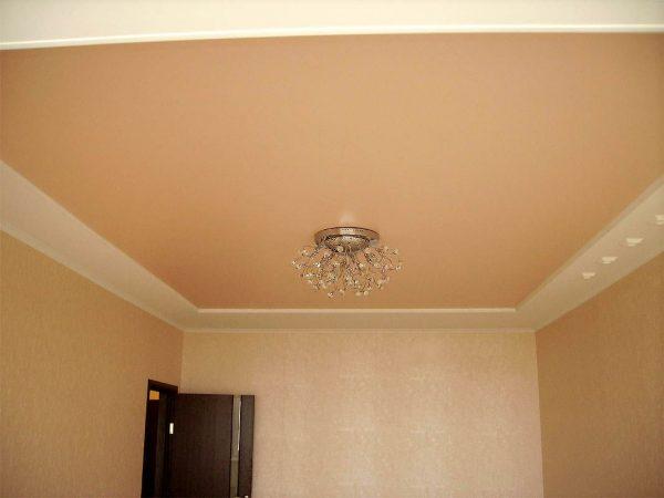 Цветной матовый потолок