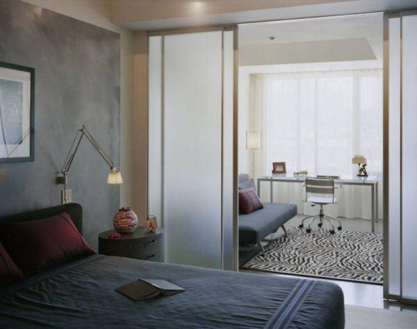 Раздвижные двери-перегородки из матового стекла