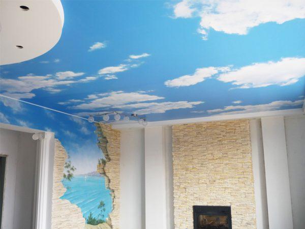 Натяжной потолок с продолжением рисунка на стене