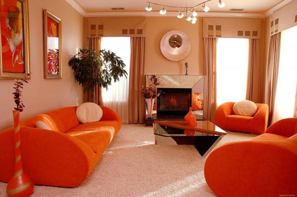 Яркая гостиная в стиле модерн